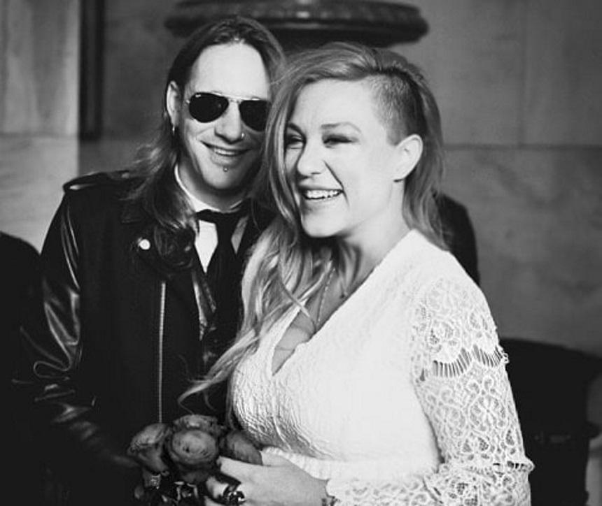 Πηνελόπη Αναστασοπούλου: Μοιράζεται αδημοσίευτες φωτογραφίες από τον γάμο της, με αφορμή την μέρα των Ερωτευμένων!   tlife.gr