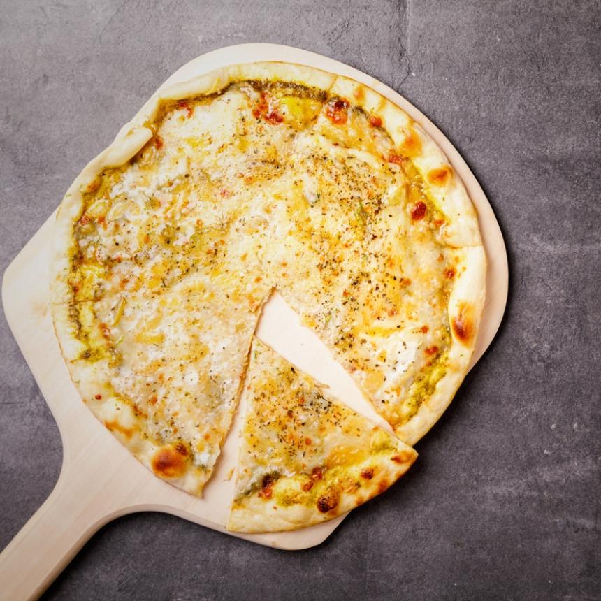 Πίτσα με τέσσερα τυριά