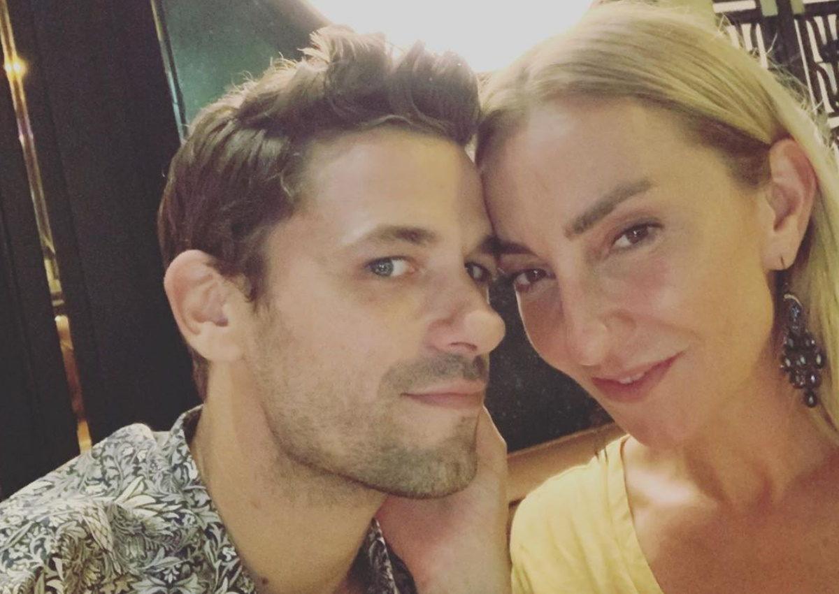 Ρούλα Ρέβη – Αποστόλης Τότσικας: Βραδινή έξοδος στο θέατρο για το ερωτευμένο ζευγάρι! [pics] | tlife.gr