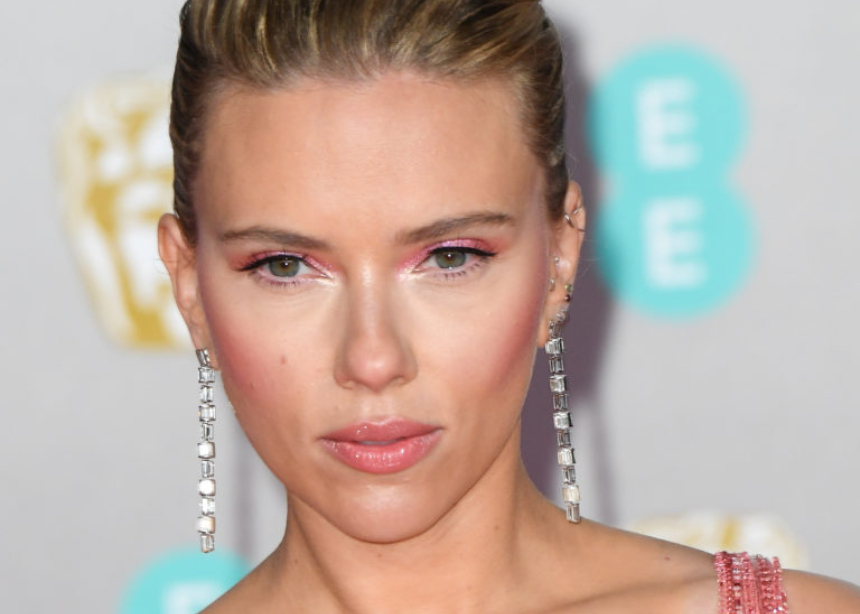 H Scarlett Johansson επιλεγεί Έλληνα σχεδιαστή | tlife.gr