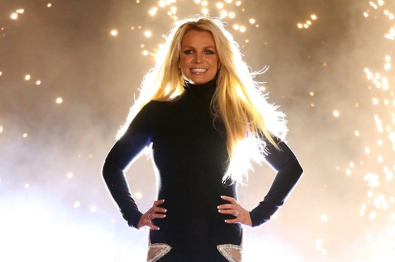 Η στιγμή που η Britney Spears σπάει το πόδι της ενώ χορεύει – Ανατριχιαστικό βίντεο   tlife.gr