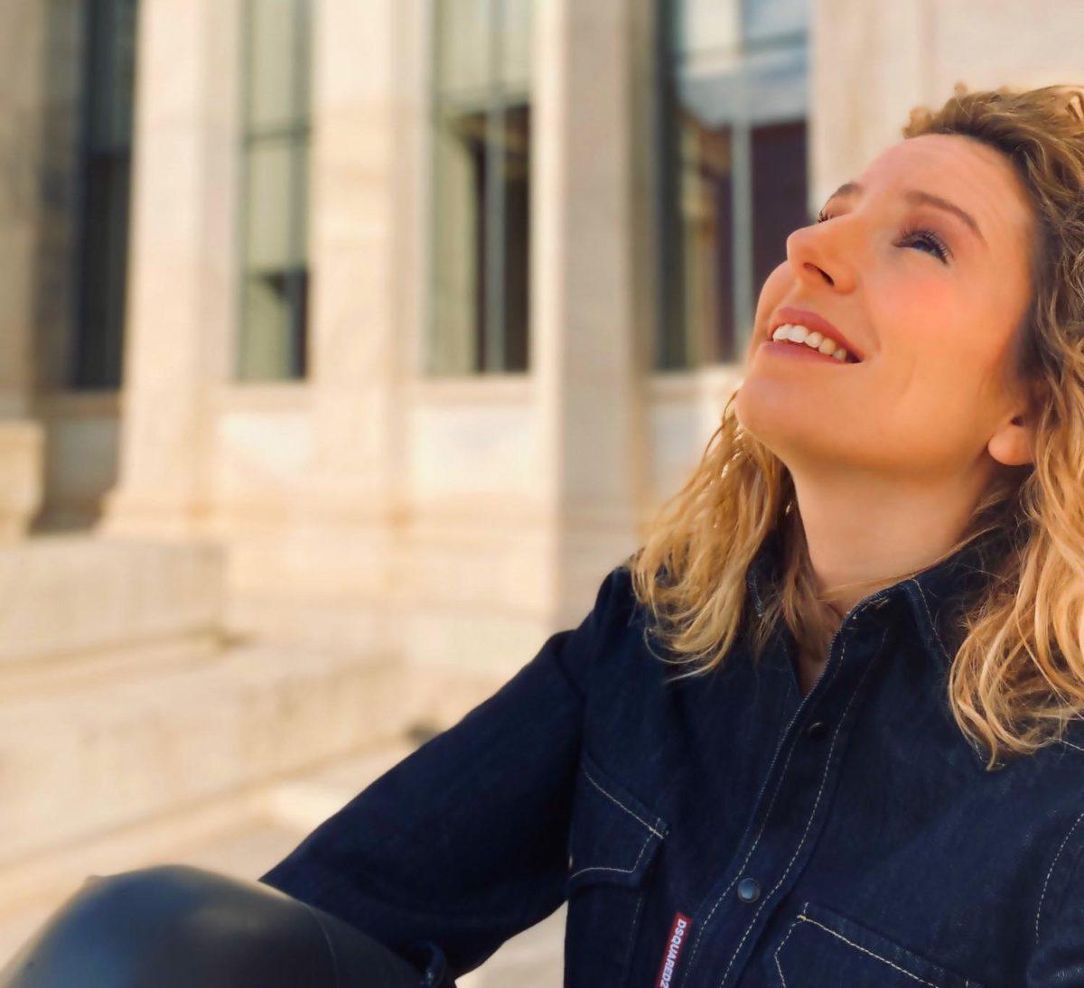 Σοφία Τσίπα: Η δημοσιογράφος μας παρουσιάζει την τρίτη της ποιητική συλλογή | tlife.gr