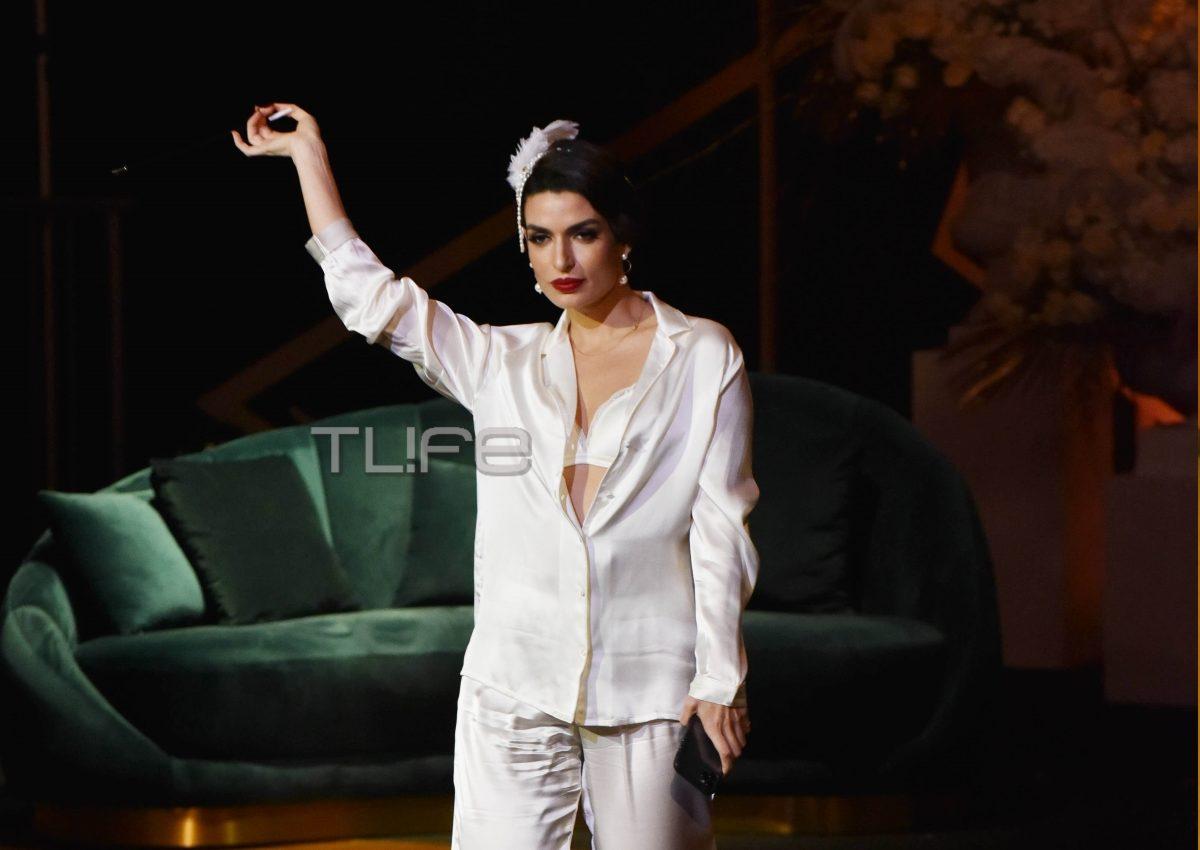 Τόνια Σωτηροπούλου: Άκρως αποκαλυπτική με νυφικά εσώρουχα στο catwalk! [pics,vid] | tlife.gr