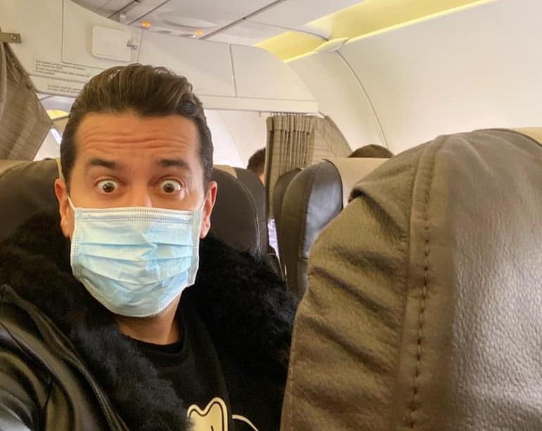 Χάρης Σιανίδης: Δεν τον δέχονται χωρίς μάσκα στο αεροπλάνο, λόγω κορονοϊού!   tlife.gr