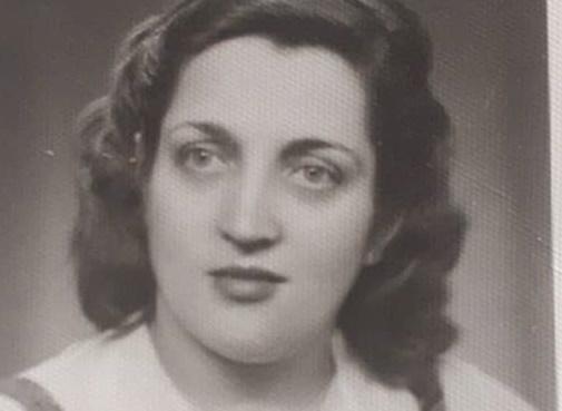 Ο Έλληνας ηθοποιός θυμάται τη μητέρα του που έχει πεθάνει, και η ομοιότητά τους είναι εκπληκτική! [pics] | tlife.gr