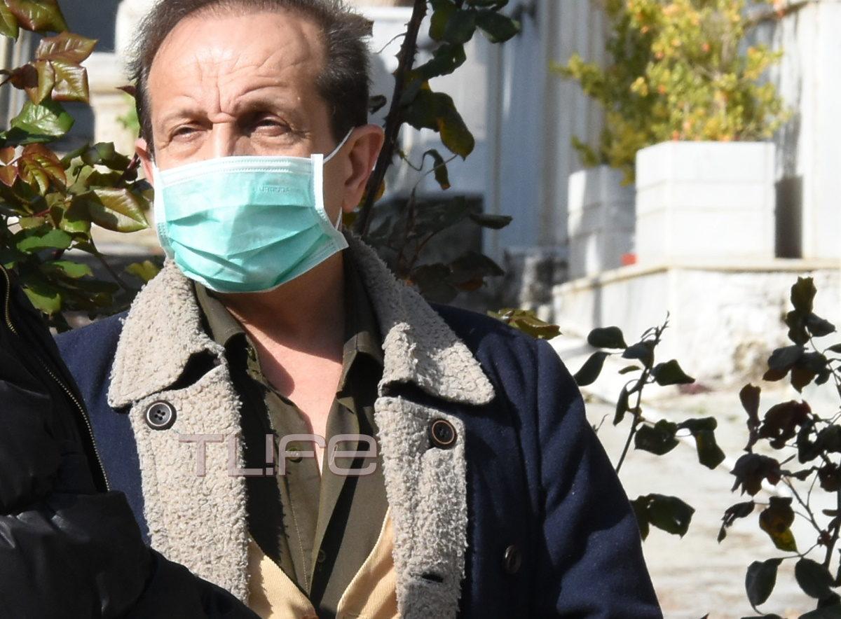 Κηδεία Πάνου Χατζηκουτσέλη: Με μάσκες το τελευταίο αντίο στον αγαπημένο ηθοποιό | tlife.gr