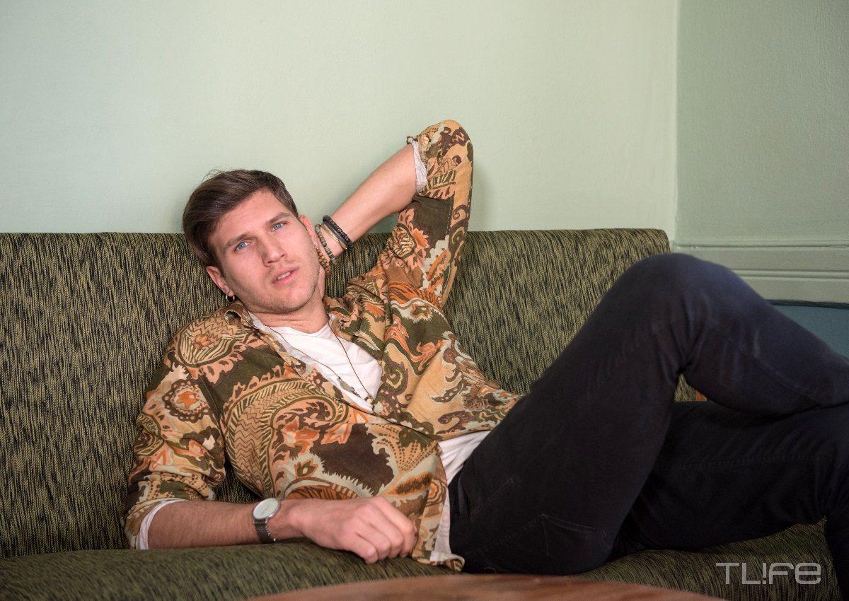 Ο Δημήτρης Παπάς στο TLIFE: Ο «δάσκαλος» Νίκος Μουτσινάς, ο λόγος που έγινε vegan και το δισκογραφικό του ντεμπούτο! | tlife.gr