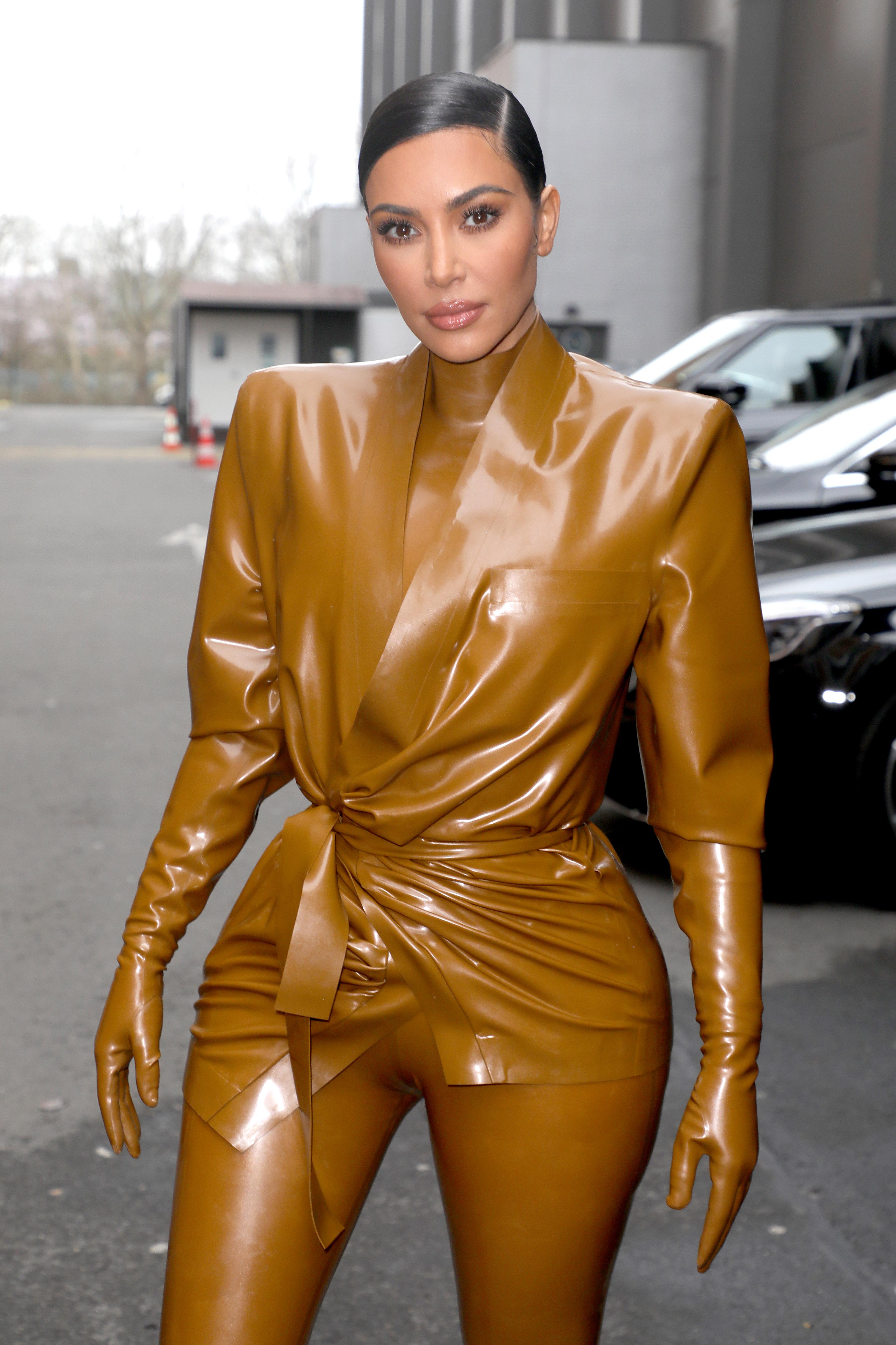 Η Kim Kardashian στο Παρίσι με το πιο μακρύ ponytail που την έχουμε δει ποτέ!