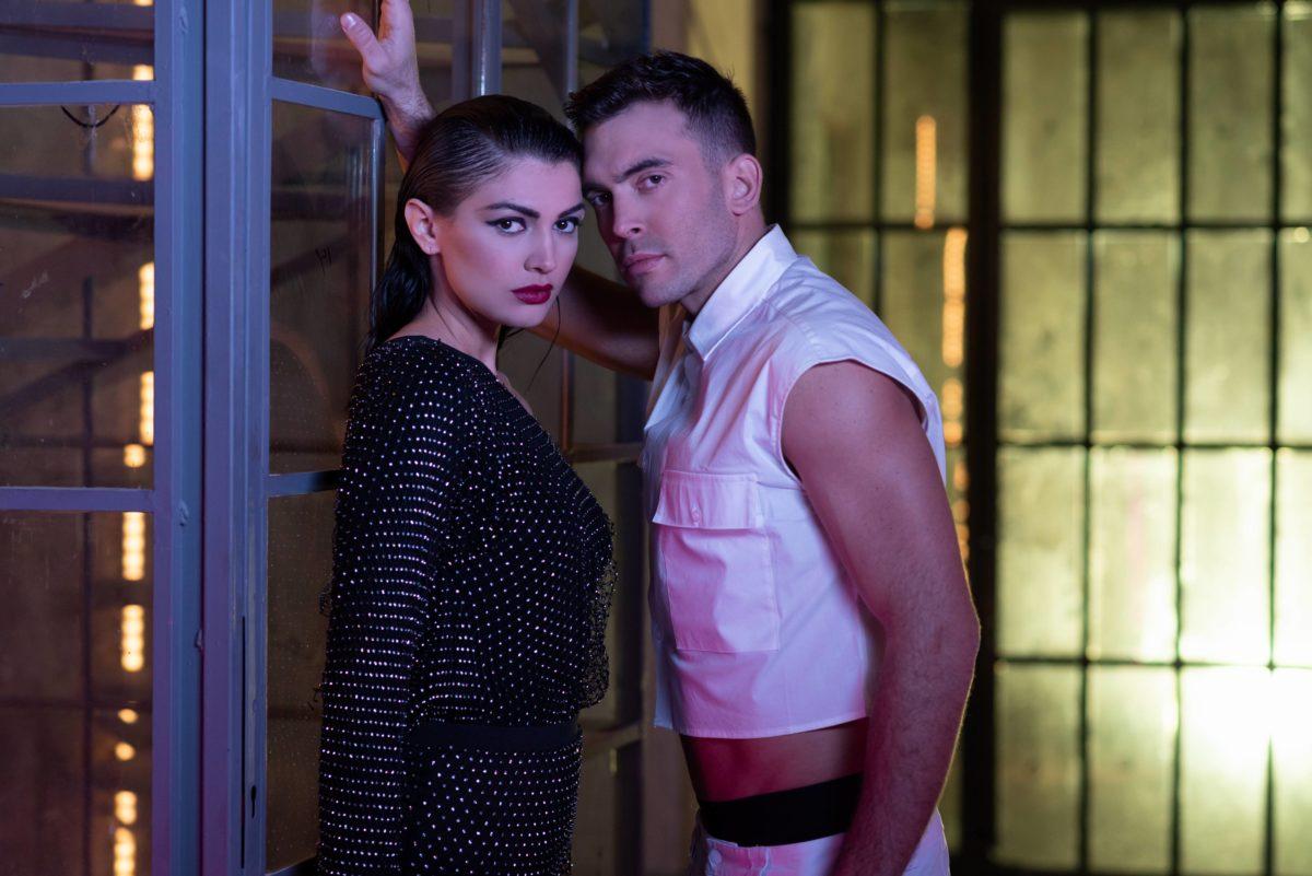 Ιάσονας Μανδηλάς – Μόνο Εσένα   Νέο τραγούδι και video clip με πρωταγωνίστρια την Κέισι του GNTM!   tlife.gr