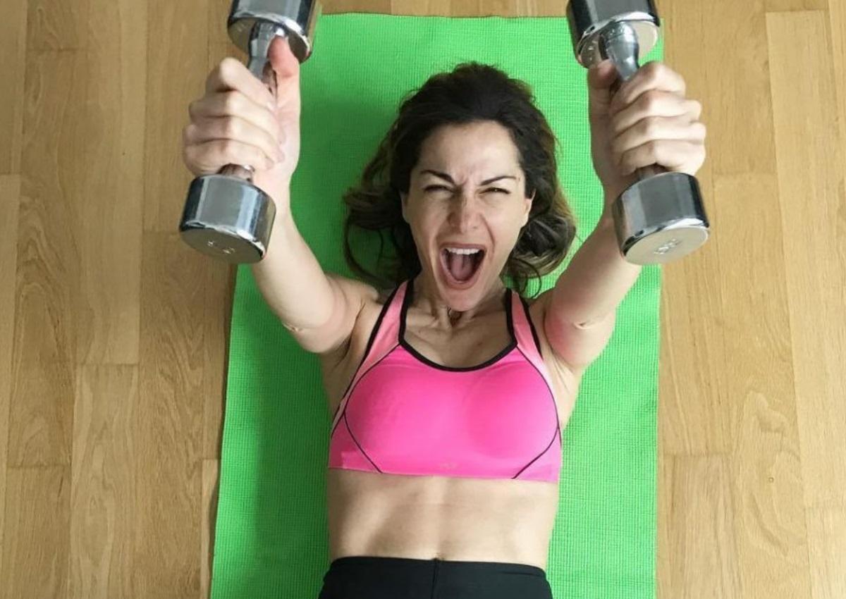 Δέσποινα Βανδή: Η «σκληρή» γυμναστική που κάνει στο σπίτι της λόγω… κορονοϊού! [pics,video]