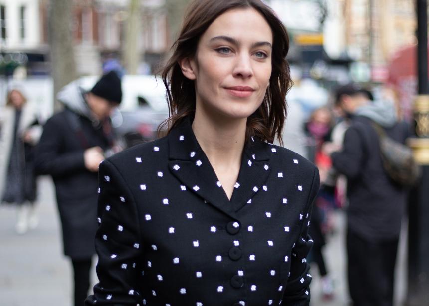Η Alexa Chung σου προτείνει το τέλειο ρούχο για μέσα στο σπίτι! | tlife.gr
