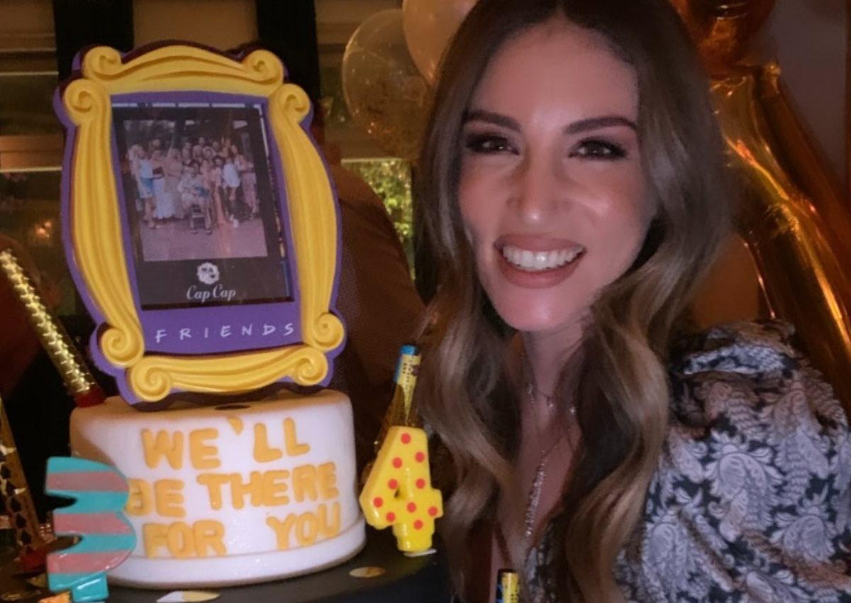 Αθηνά Οικονομάκου: Η τούρτα-υπερπαραγωγή για τα γενέθλιά της και το ξέφρενο πάρτι με τους φίλους της!   tlife.gr