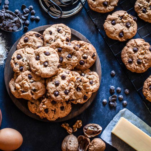 Μπισκότα με κομματάκια σοκολάτας   tlife.gr
