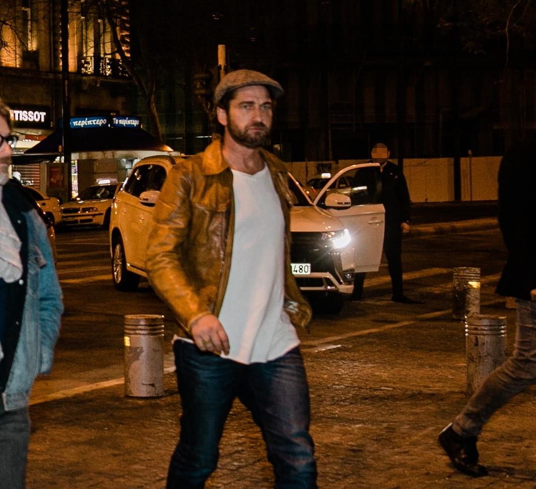 Gerard Butler: Δοκίμασε ελληνικούς μεζέδες στο κέντρο της Αθήνας! [pics] | tlife.gr