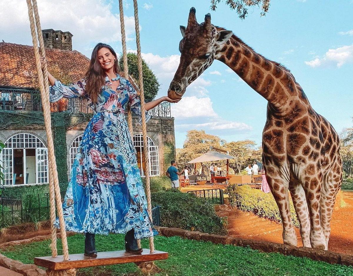 Χριστίνα Μπόμπα: Αναπολεί το ταξίδι της στην Κένυα! Το απολαυστικό βίντεο με τις καμηλοπαρδάλεις   tlife.gr