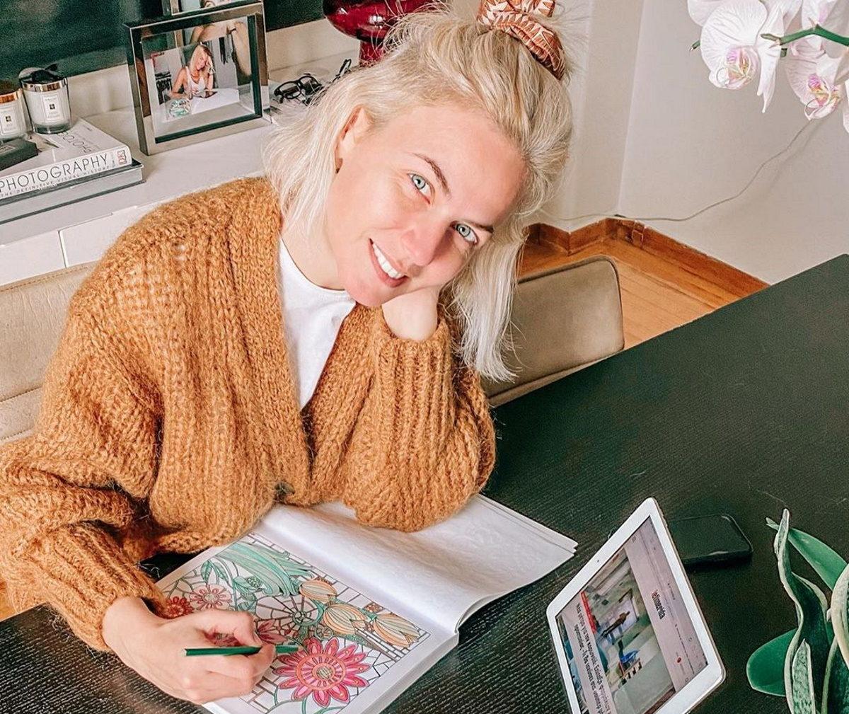 Χριστίνα Κοντοβά: Δεν χάνει την όρεξη της για δουλειά, κλεισμένη σπίτι της με κορονοϊό! [pic] | tlife.gr