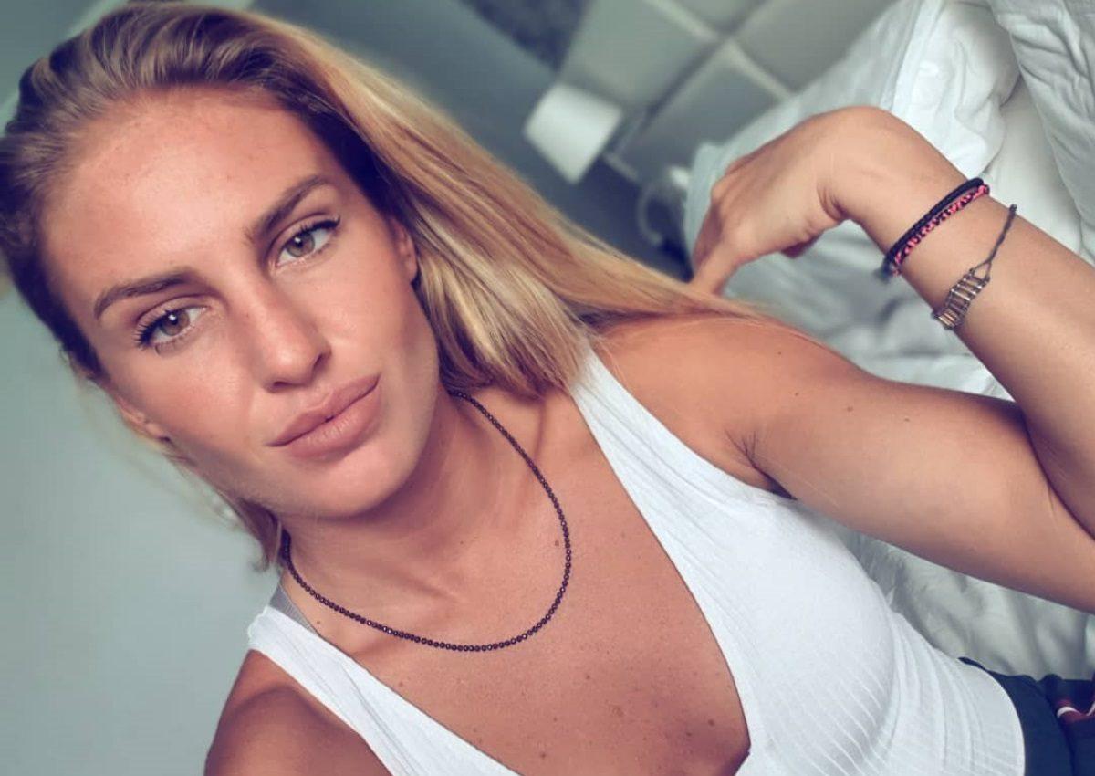 Κατερίνα Δαλάκα: Στηρίζει το «Μένουμε Σπίτι» και γυμνάζεται στο σαλόνι της! [pics,video] | tlife.gr