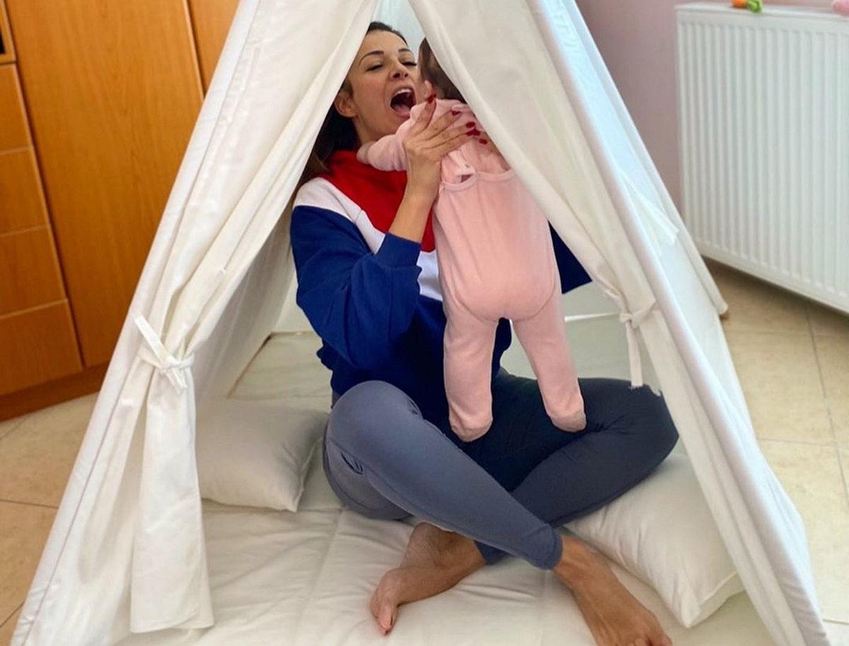 Ελένη Χατζίδου: Όλα όσα έλεγε για το «Μένουμε Σπίτι», λίγο πριν την περιπέτεια υγείας της κόρης της! [pics] | tlife.gr