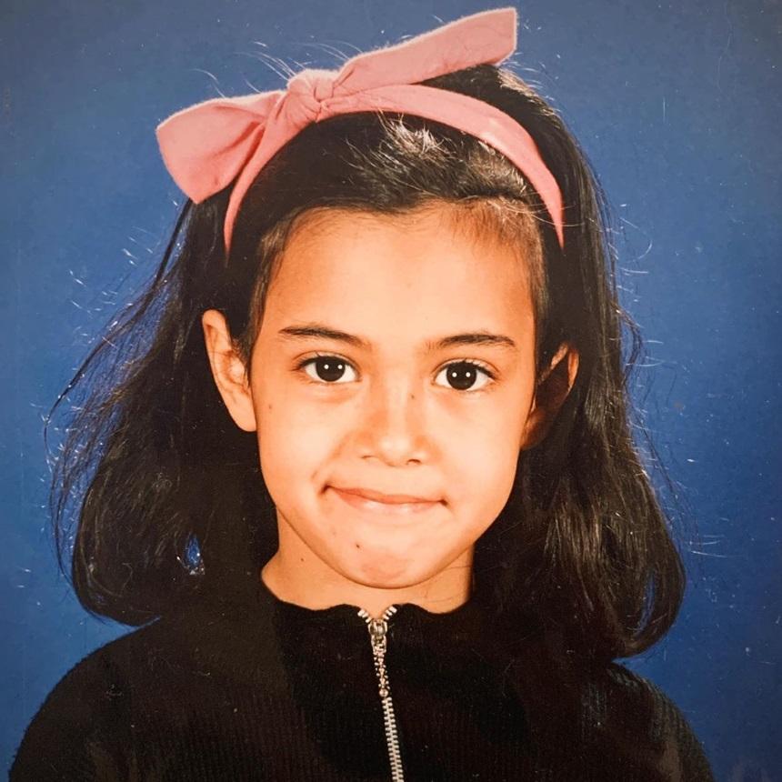 Αναγνωρίζεις το κοριτσάκι της φωτογραφίας; Είναι γνωστή Ελληνίδα ηθοποιός!