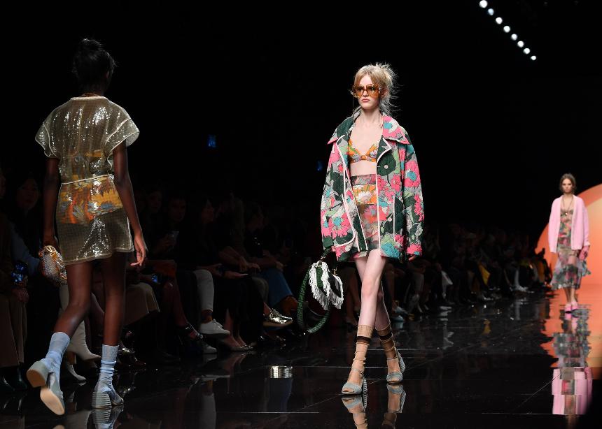 Ένα styling tip από το Fendi show που θα το χρειαστείς αυτή την περίοδο!