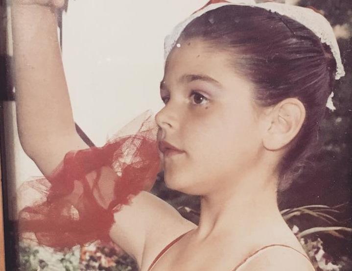 Το κοριτσάκι της φωτογραφίας είναι σήμερα αγαπημένη Ελληνίδα ηθοποιός! Την αναγνωρίζεις;
