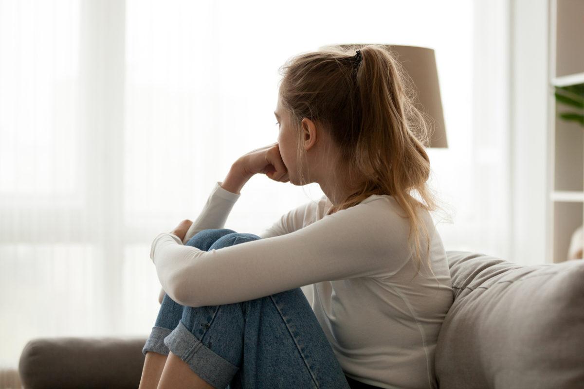 Κορονοϊός: Η ψυχολόγος μας βοηθάει να ελέγξουμε τις σκέψεις, τους φόβους και το άγχος μας | tlife.gr