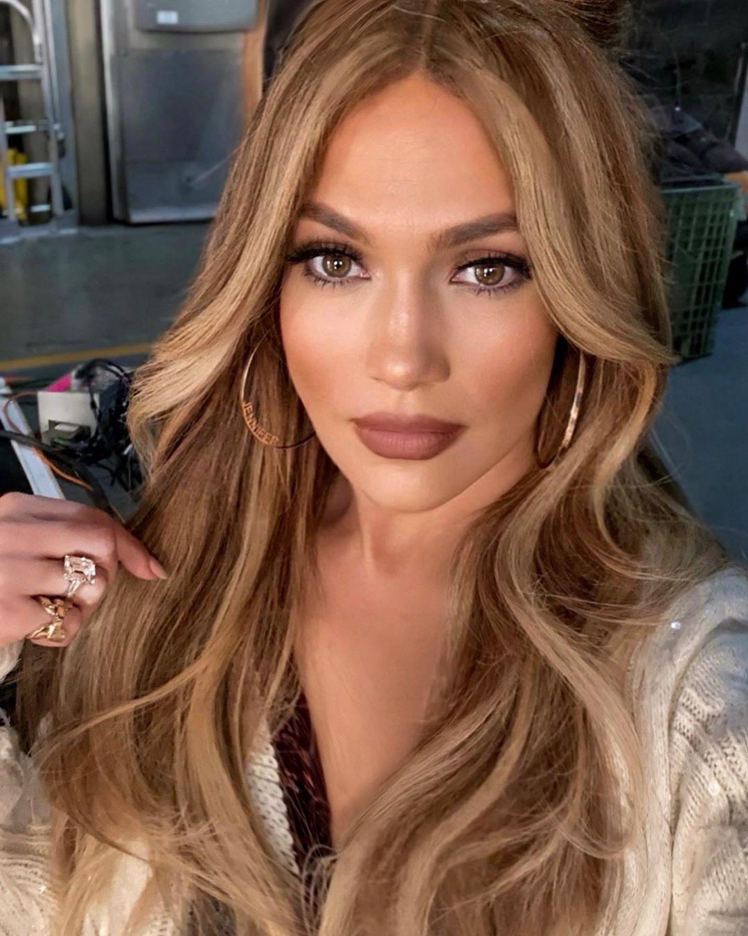 Περίμενε μέχρι να δεις ολόκληρο το χτένισμα της Jennifer Lopez!