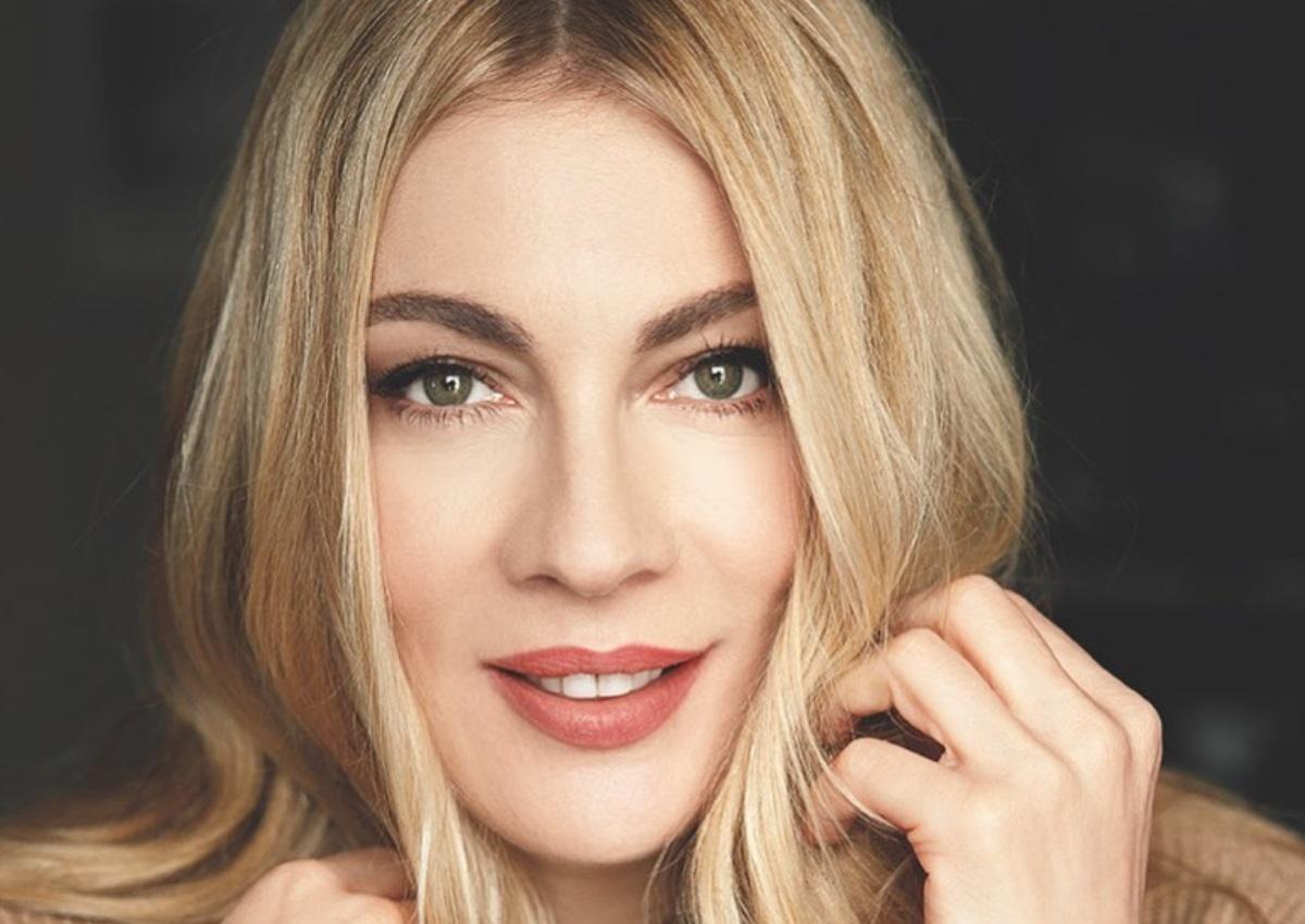 Σμαράγδα Καρύδη: Ο Θοδωρής Αθερίδης της έβαψε τη ρίζα στα μαλλιά! [pics]