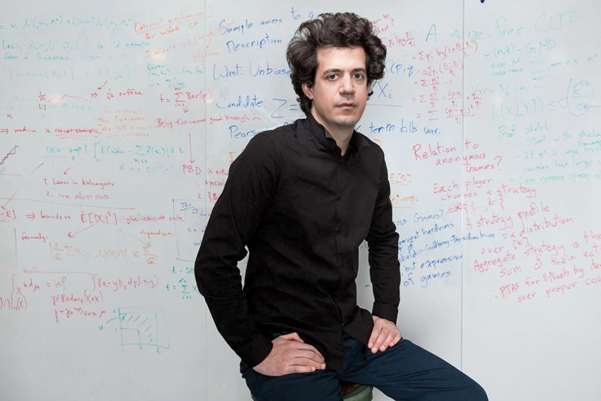 Κωνσταντίνος Δασκαλάκης: Συγκλονίζει ο επιστήμονας του ΜΙΤ, για τον κορονοϊό! «Η εξάπλωση του, είναι μια ύπουλη εκθετική αύξηση» | tlife.gr