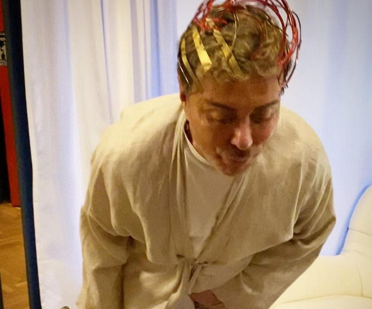 Κι όμως! Ο Λάκης Γαβαλάς έκανε πάρτι γενεθλίων στον… κορονοϊό – Η τούρτα που έσβησε και το μήνυμά του   tlife.gr
