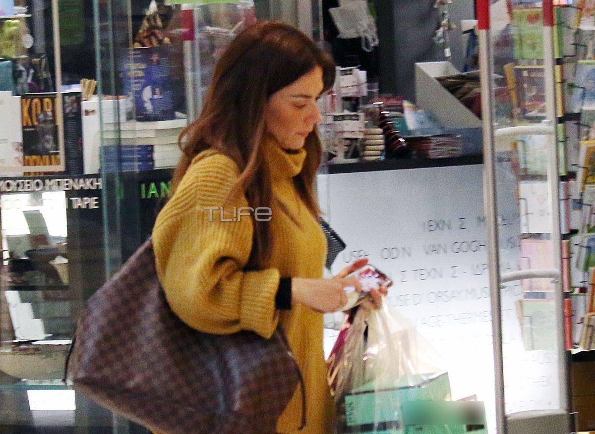 Βάσω Λασκαράκη: Βόλτα για αγορές στα βόρεια προάστια με casual look! [pics] | tlife.gr