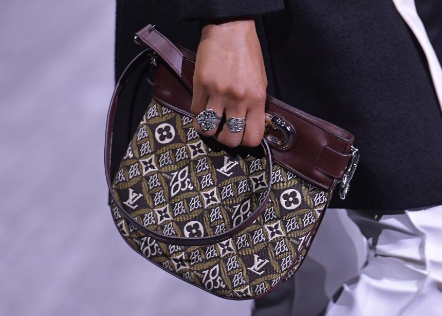 Ο κολοσσός της Louis Vuitton στην μάχη του κορονοϊού!