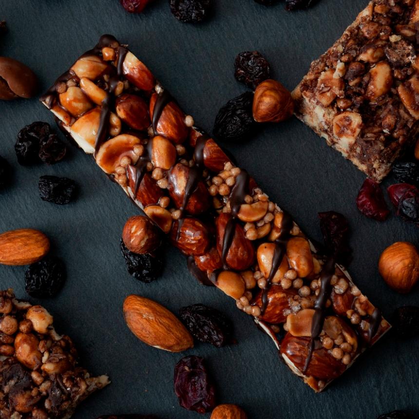 Σπιτική μπάρα δημητριακών με σοκολάτα και αμύγδαλα