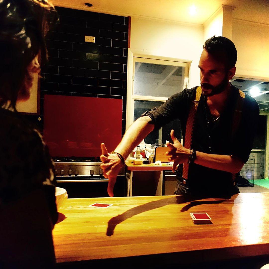 Πάνος Μουζουράκης: Μένει σπίτι με την… νέα του σύντροφο! Φωτογραφίες