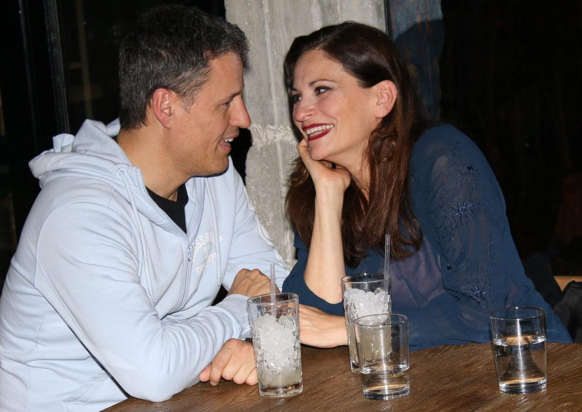 Θεοφανία Παπαθωμά – Γρηγόρης Πετράκος: Ερωτευμένοι σε βραδινή έξοδό τους! Φωτογραφίες | tlife.gr