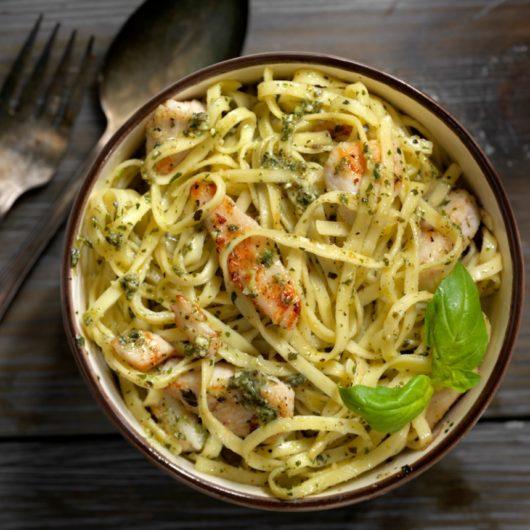 Συνταγή: Μακαρόνια με κοτόπουλο και σάλτσα πέστο   tlife.gr