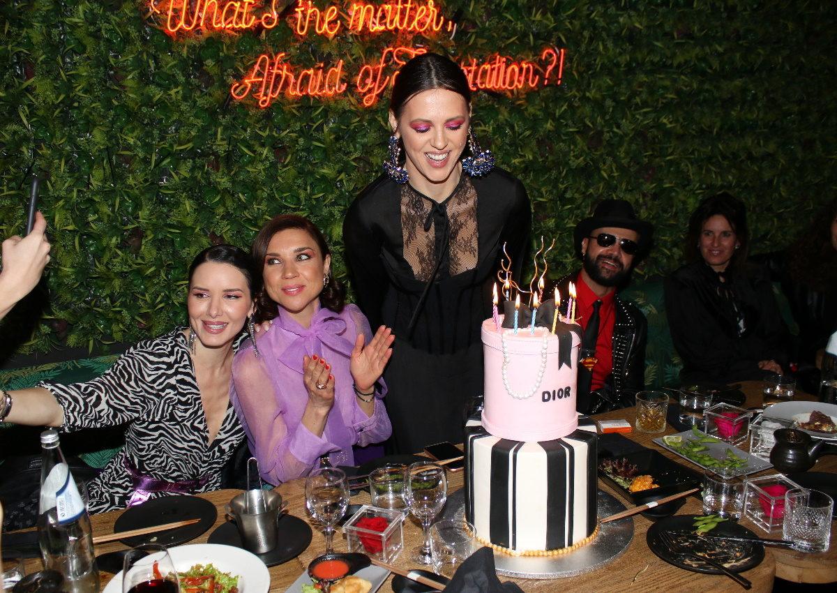 Γενέθλια για την Ραμόνα Βλαντή: Το δείπνο με διάσημους φίλους της και η εντυπωσιακή τούρτα! Φωτογραφίες | tlife.gr
