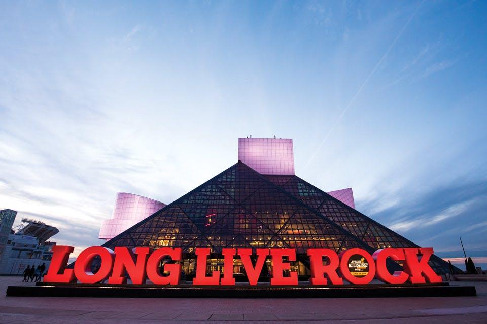 Αναβάλλεται και η ετήσια τελετή του Rock and Roll Hall of Fame!   tlife.gr