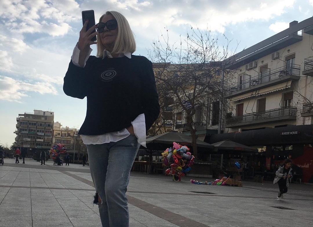 Ρούλα Κορομηλά: Συγκινούν τα λόγια της – «Είδα το φόβο ζωγραφισμένο στα μάτια κάποιων ηλικιωμένων και πόνεσε η ψυχή μου» | tlife.gr