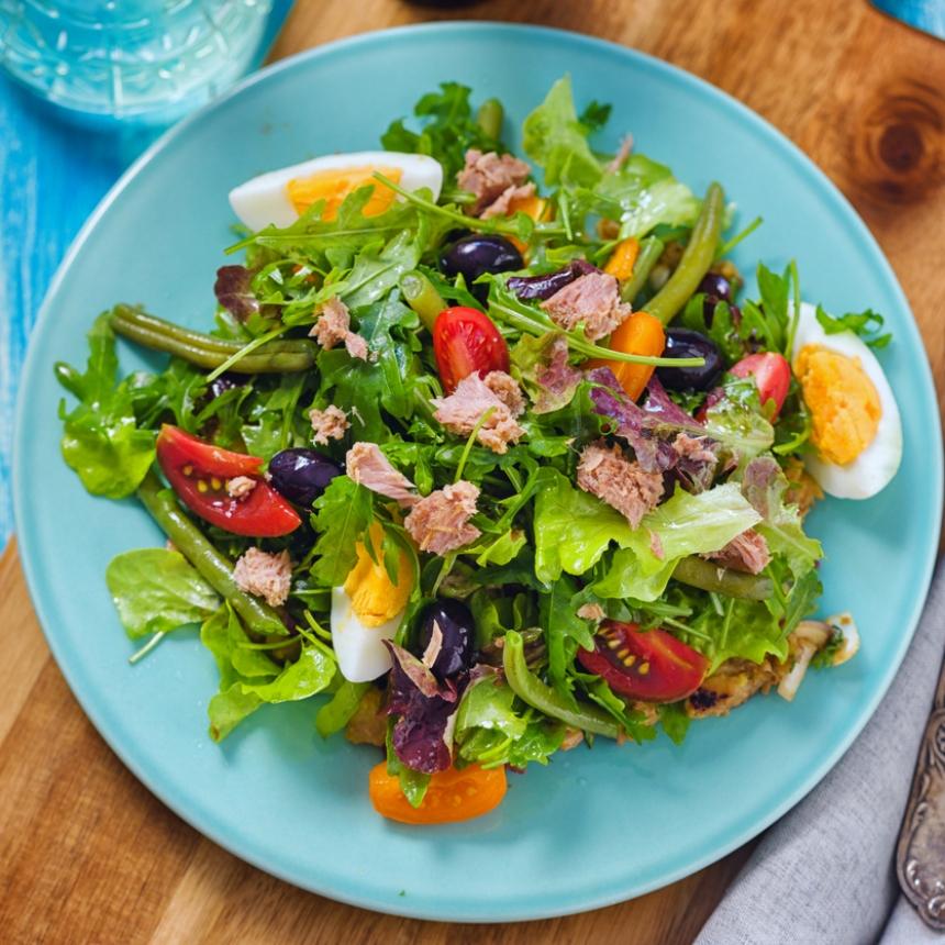 Σαλάτα με τόνο, ελιές και αβγό