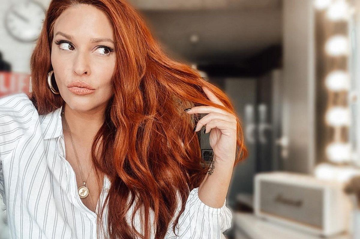 Σίσσυ Χρηστίδου: Κι όμως! Κατάφερε να βάψει μόνη τα μαλλιά της στο σπίτι – Video | tlife.gr