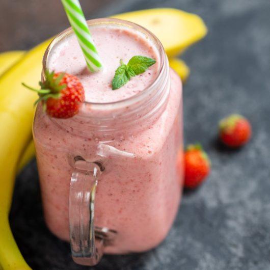 Συνταγή για θρεπτικό Smoothie με φράουλες και μπανάνα | tlife.gr
