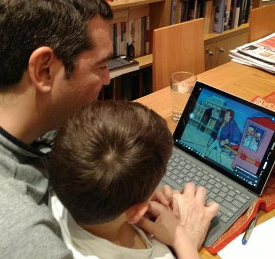 Aλέξης Τσίπρας: Στο σπίτι με το γιο του – Το μήνυμά του για τον κορονοϊό [pics]