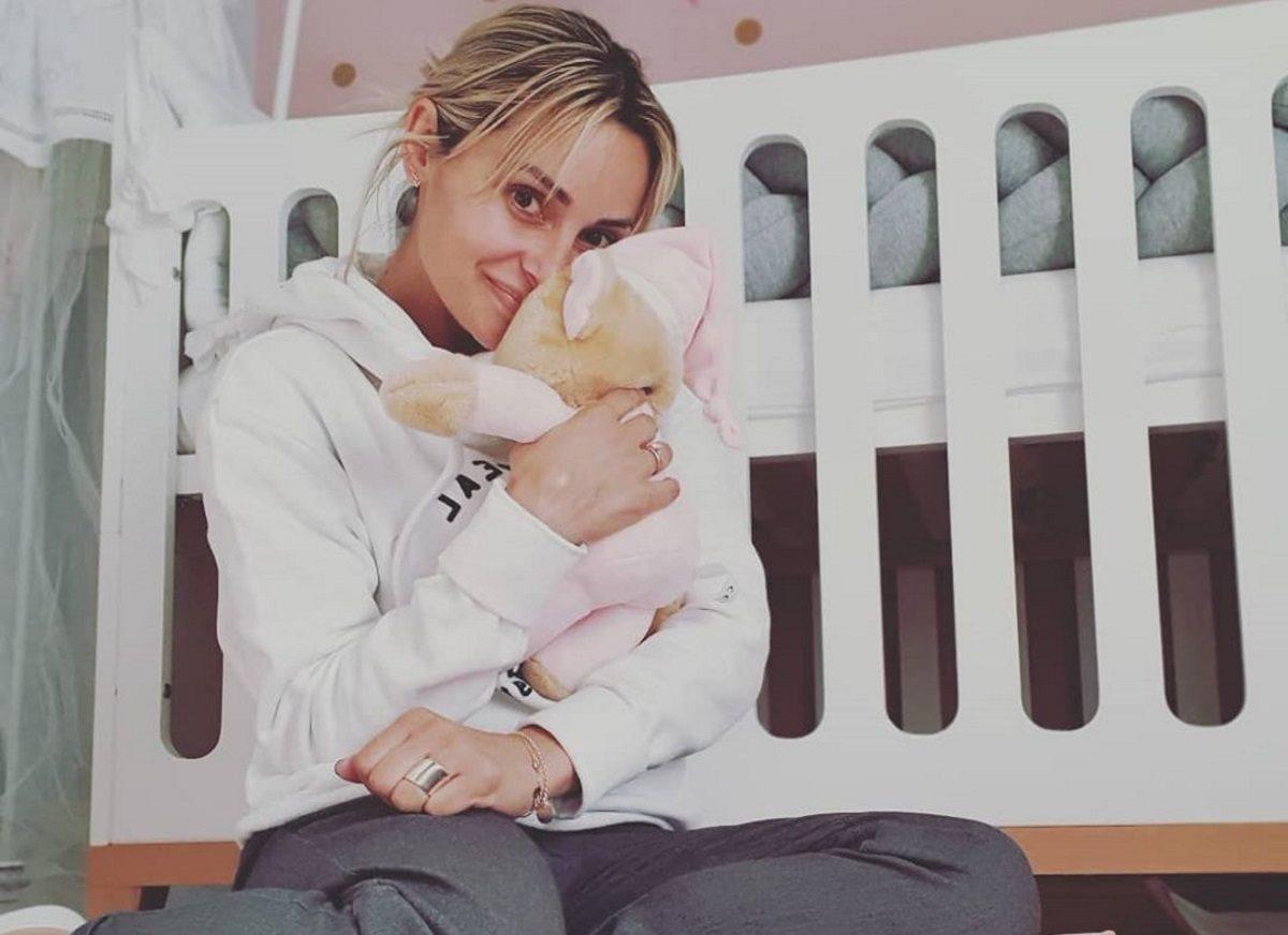 Βασιλική Μιλλούση: Η καθημερινότητά της με την τεσσάρων μηνών κόρη της [pics] | tlife.gr