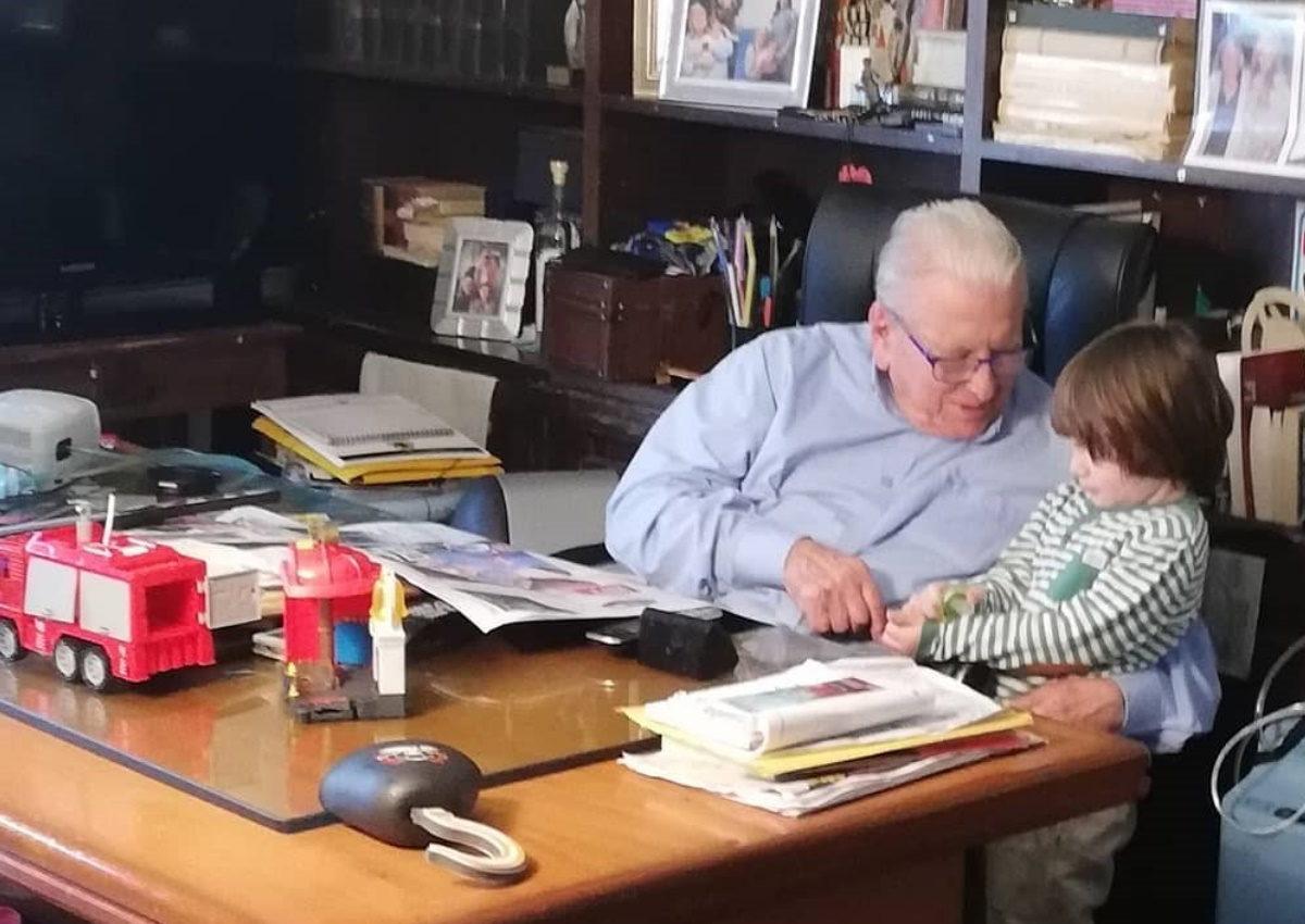 Αλίκη Κατσαβού: Μας δείχνει τι συμβαίνει στο γραφείο του Κώστα Βουτσά, 16 μέρες μετά τον θάνατό του | tlife.gr