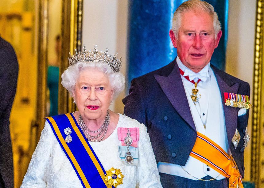 Το μοναδικό rainbow style της βασίλισσας Ελισάβετ!