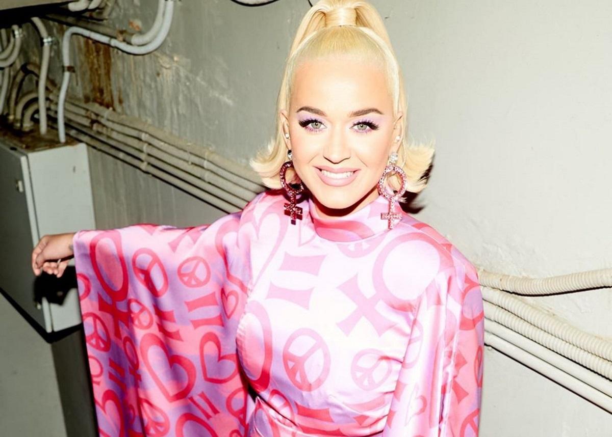 Katy Perry: Μας δείχνει τη φουσκωμένη κοιλιά της με τον πιο χαριτωμένο τρόπο!