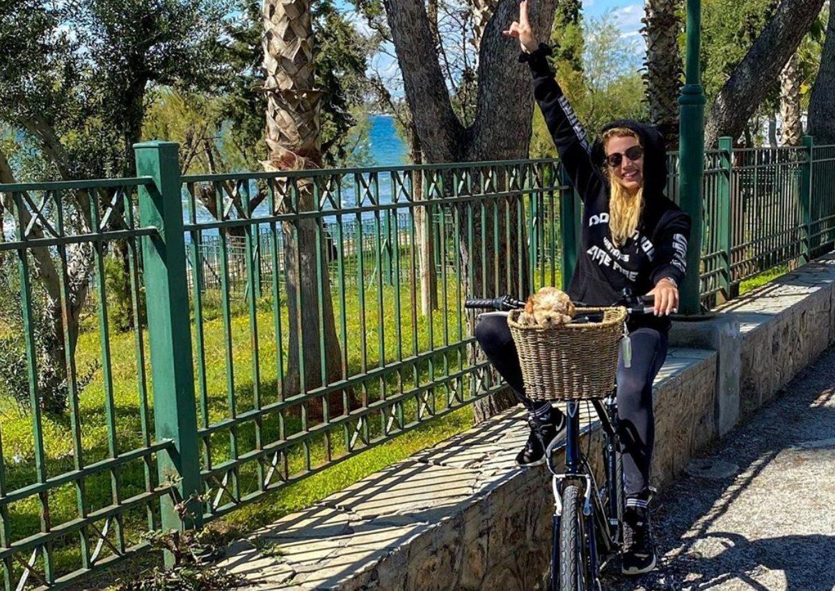 Κωνσταντίνα Σπυροπούλου: Η ποδηλατάδα στη Βουλιαγμένη και η αποτυχημένη ζαχαροπλαστική προσπάθεια!   tlife.gr