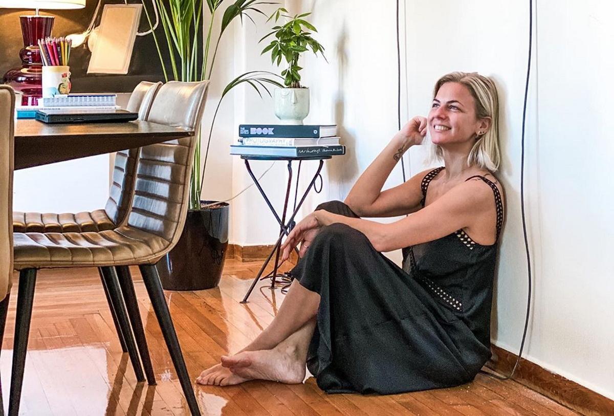 Χριστίνα Κοντοβά: Βόλτες στην γραφική Πλάκα με άψογο στυλ! Φωτογραφίες