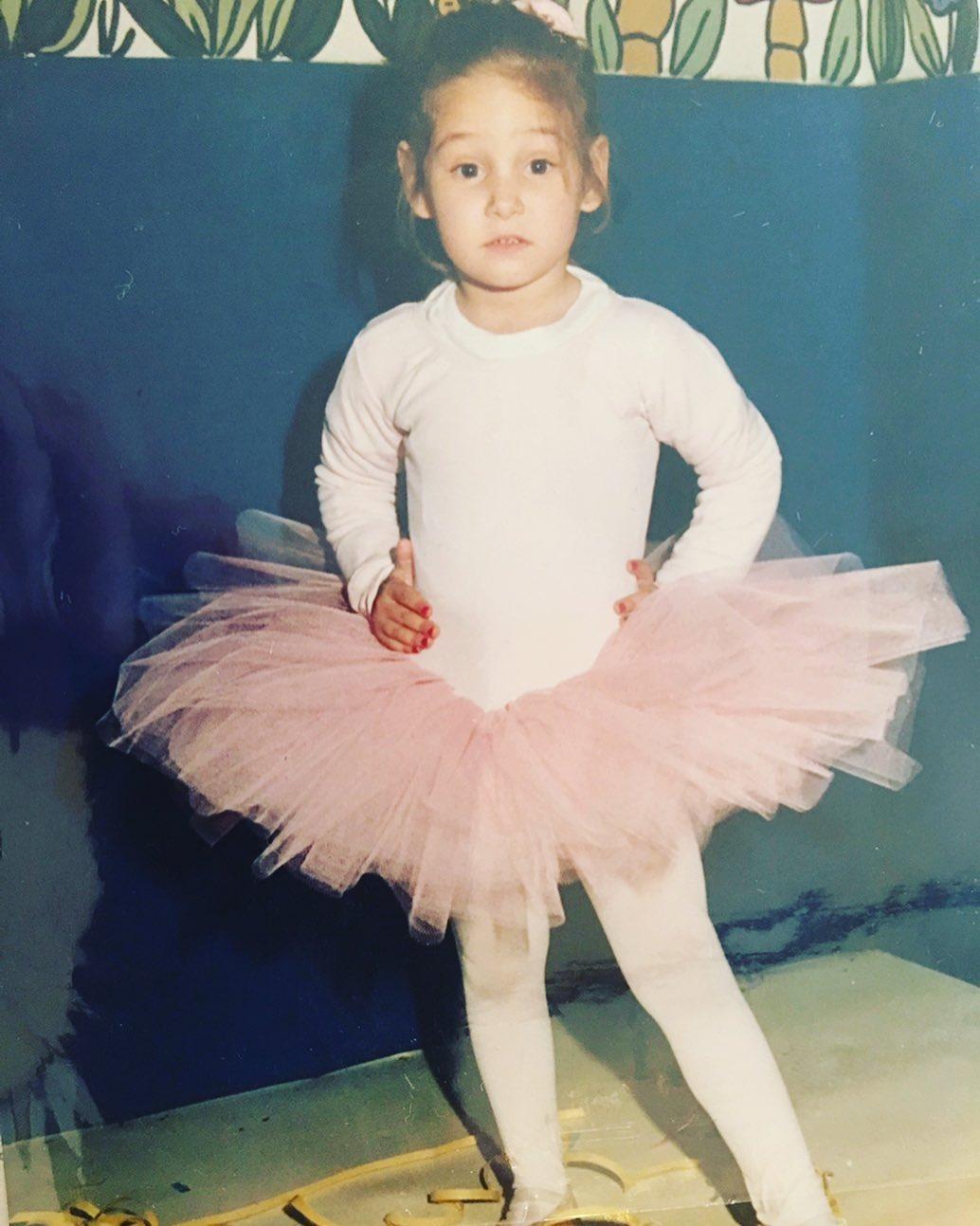 Το κοριτσάκι της φωτογραφίας είναι σήμερα γνωστή Ελληνίδα ηθοποιός! Την αναγνωρίζεις;